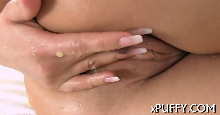 beauty with fluffy pussy lips - eporner