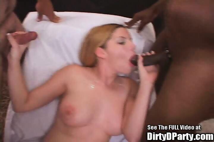 Sexy lesbian blondes having lesbian sex