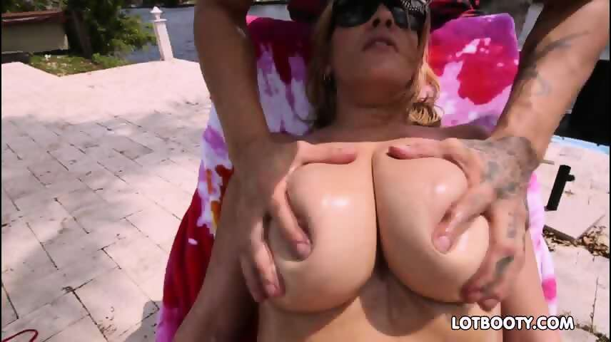 Bubble butt milf gets fucked