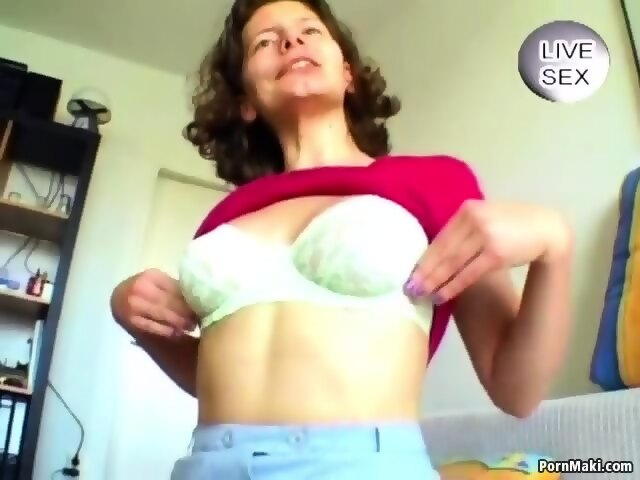 Brunette mature pleasures her pussy