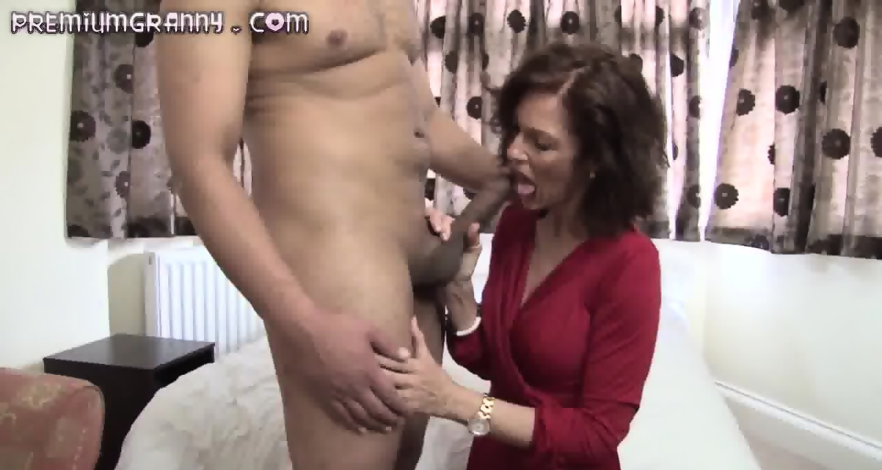 skinny mature beauty sits her pussy on an big cock - eporner