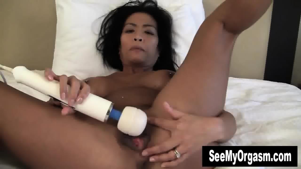 Hottie azrael rubbing her snatch 7