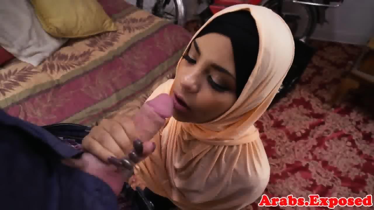 frau-muslimische-rasur-hijab-nackt-deutsche
