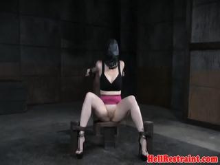 drooling slav blir bröstvårtor brutalt straffas