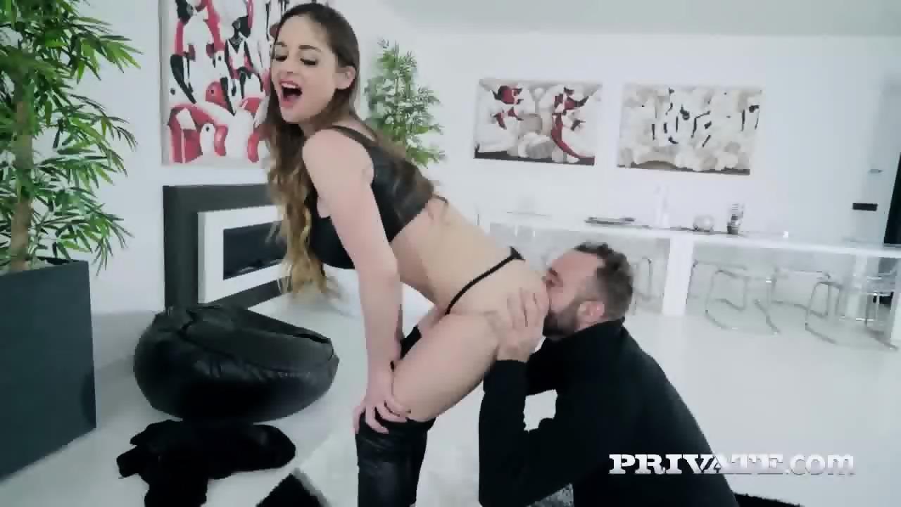 Juicy ass milf