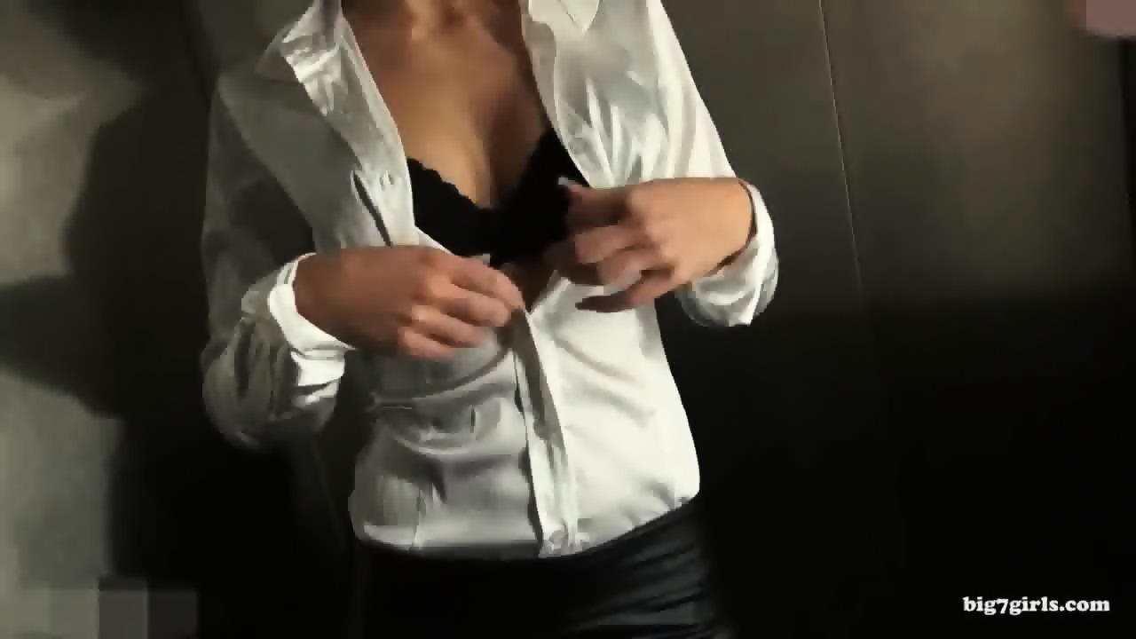 Im Aufzug Gefickt