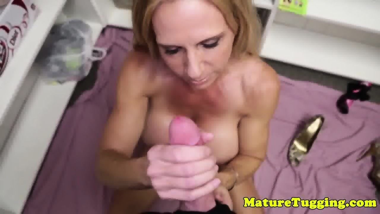 bigtit gilf wanking dick and rubbing clit - eporner