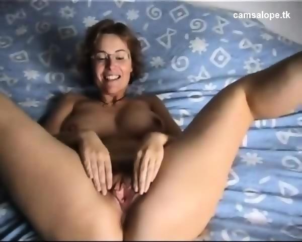 Cutie gives wonderful oraljob during hardcore sex