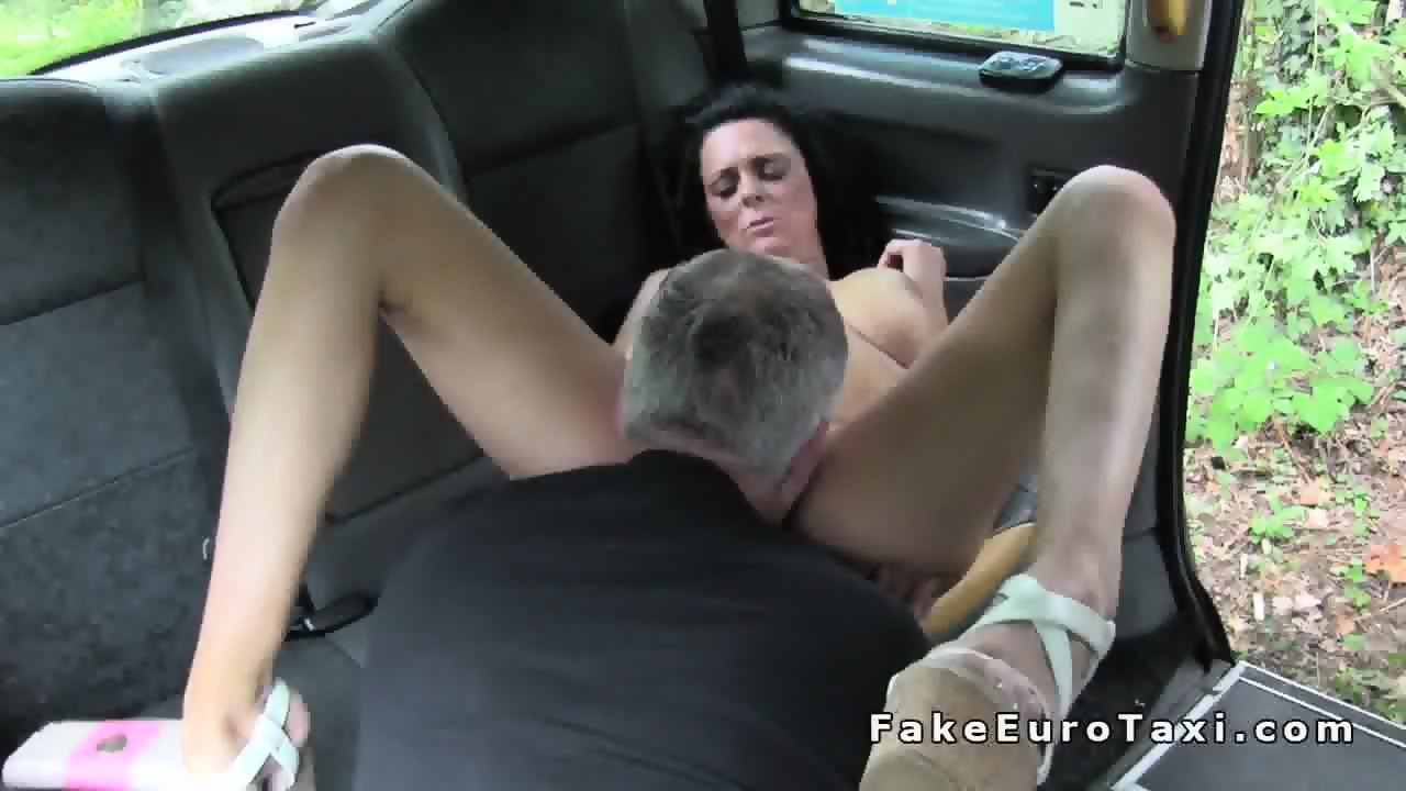 roliki-vozbudilsya-porno-taksistu-povezlo-gde