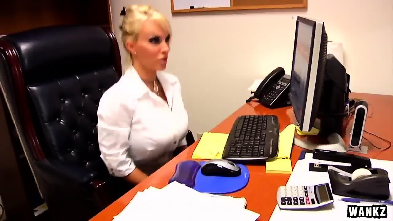 Milf Boss Office - WANKZ- Holly Halston is the Ultimate MILF Boss - EPORNER