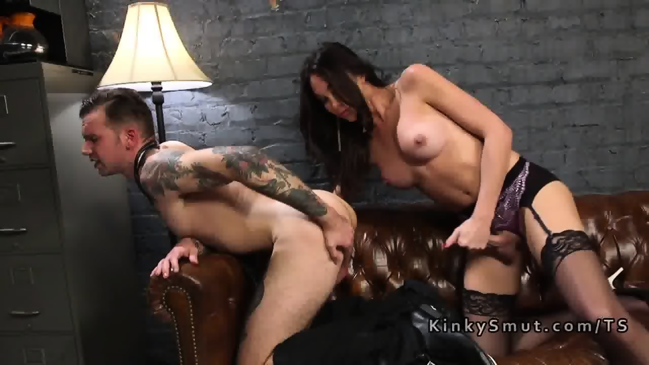 Guy Fucks Ebony Shemale
