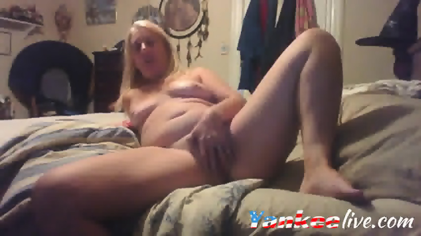 Webcam Mature Blonde Slut Plays With Her Horny Pussy And Teasing