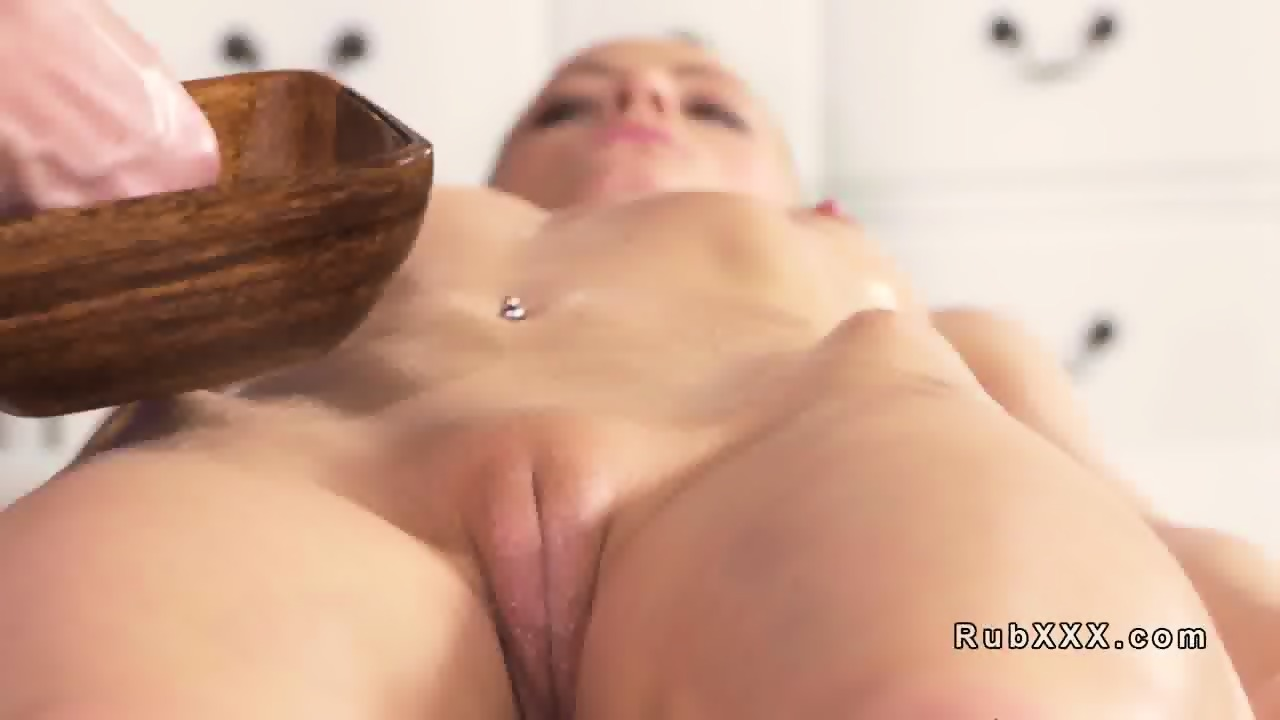 Oil massage of pussy