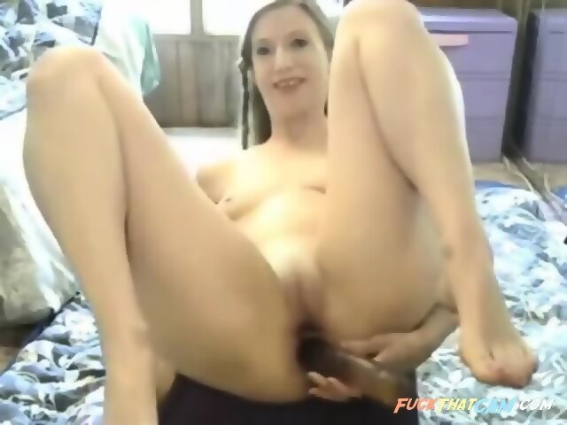 Renata daninsky pleasing her pussy with dildo