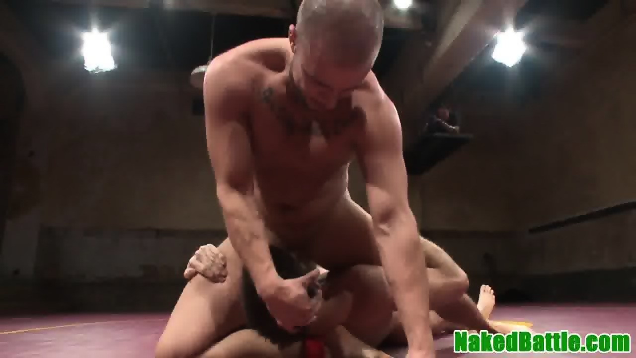 Muscled hunk plowed in butthole