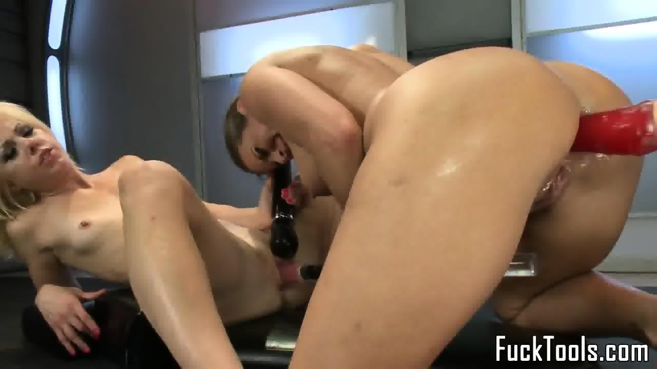 anal lesbian Toy fisting