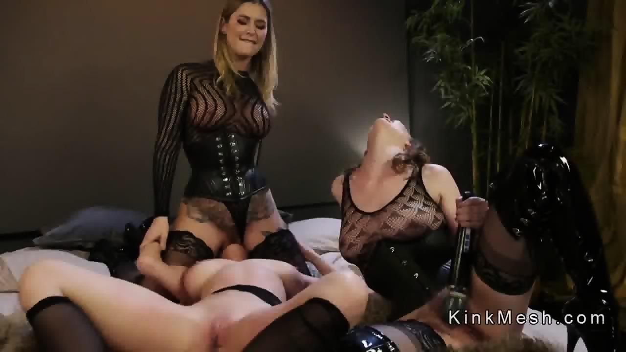 Big Tits Lesbian Grinding