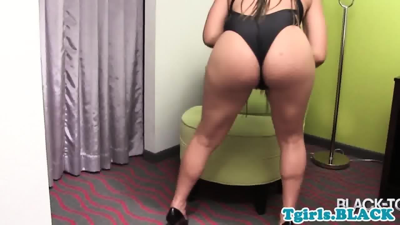 roundass hard cock