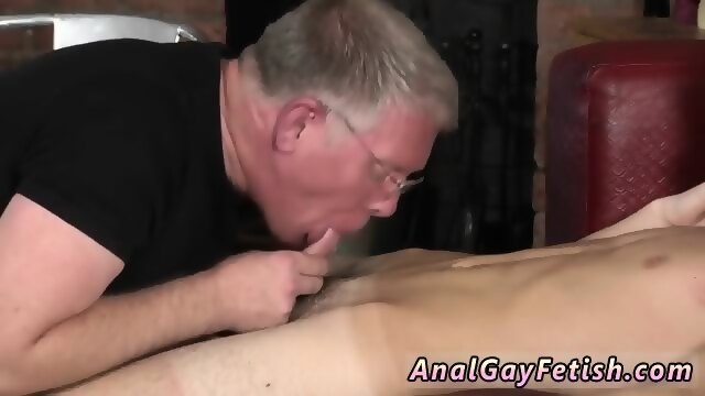 Jacking off inside her pussy