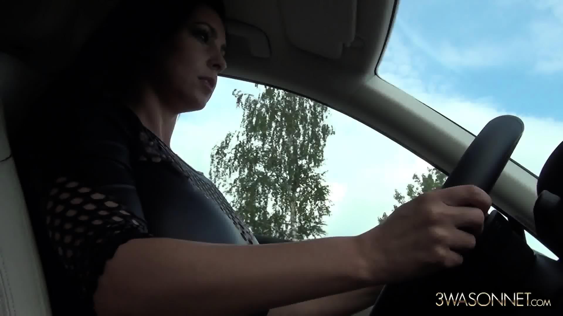girls-ewa-sonnet-naked-car