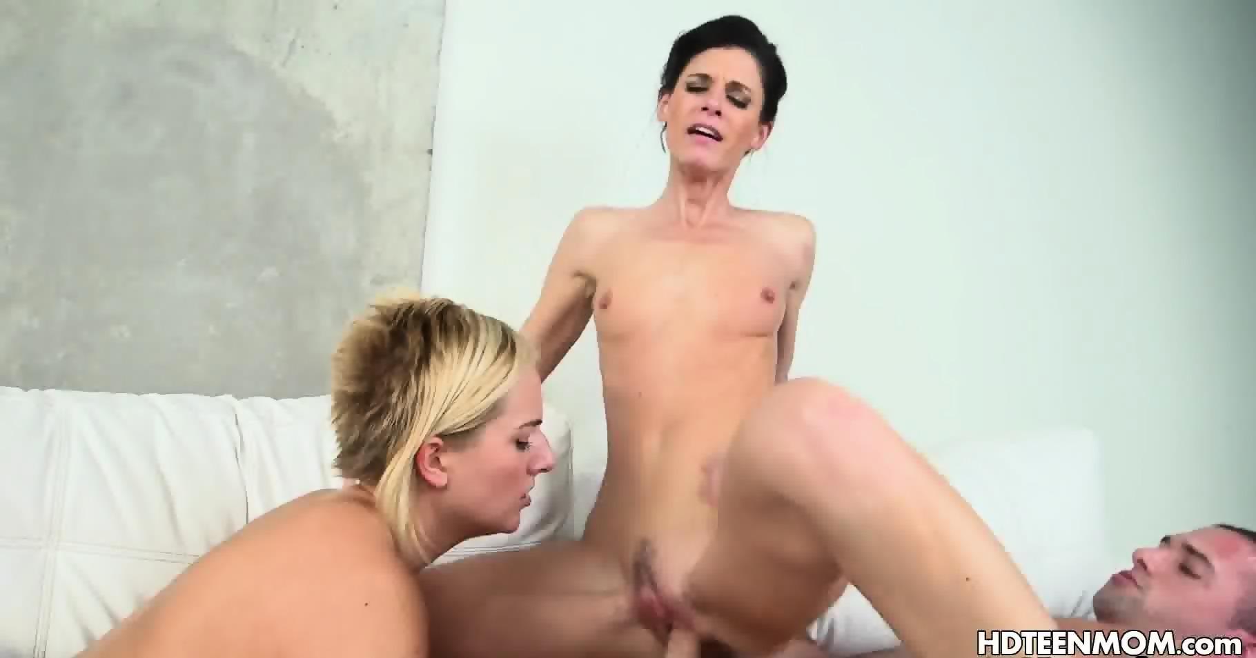 lesbian masturbation when tarzan come in - eporner