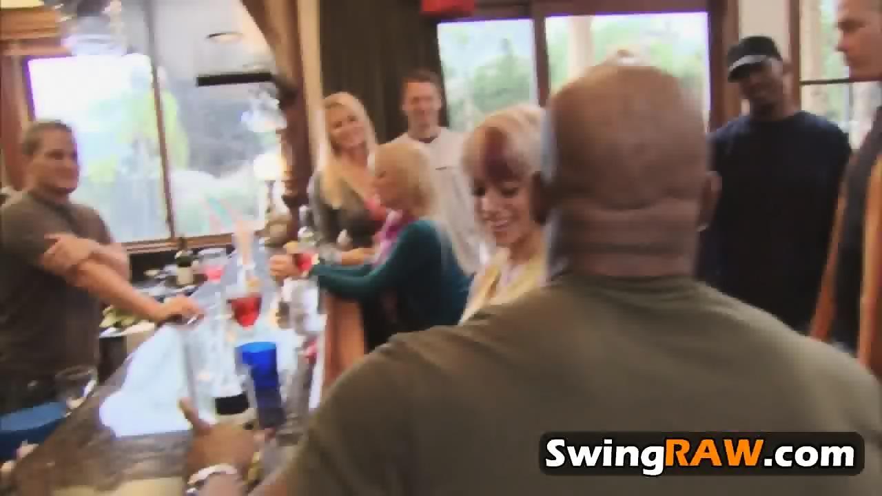 Hot Swinger orgie haan te groot om porno te passen