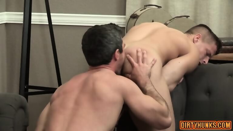big dick bodybuilder anal and cumshot