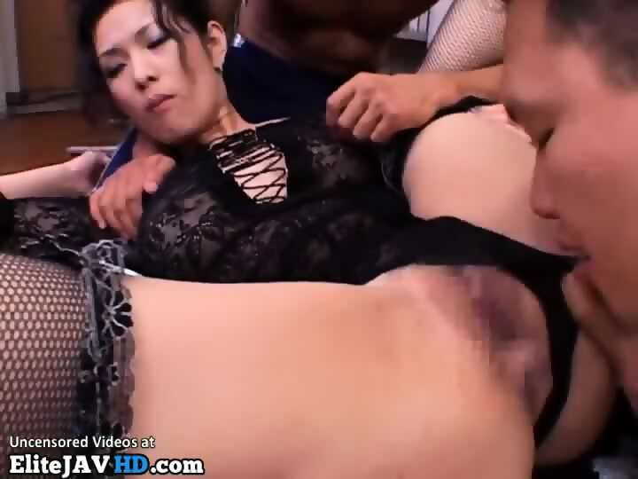 Threesome sex along japanese milf