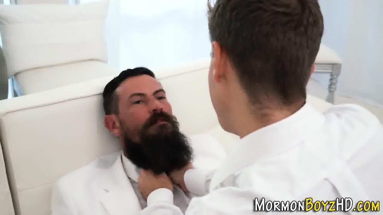 Gay enjoys threesome action
