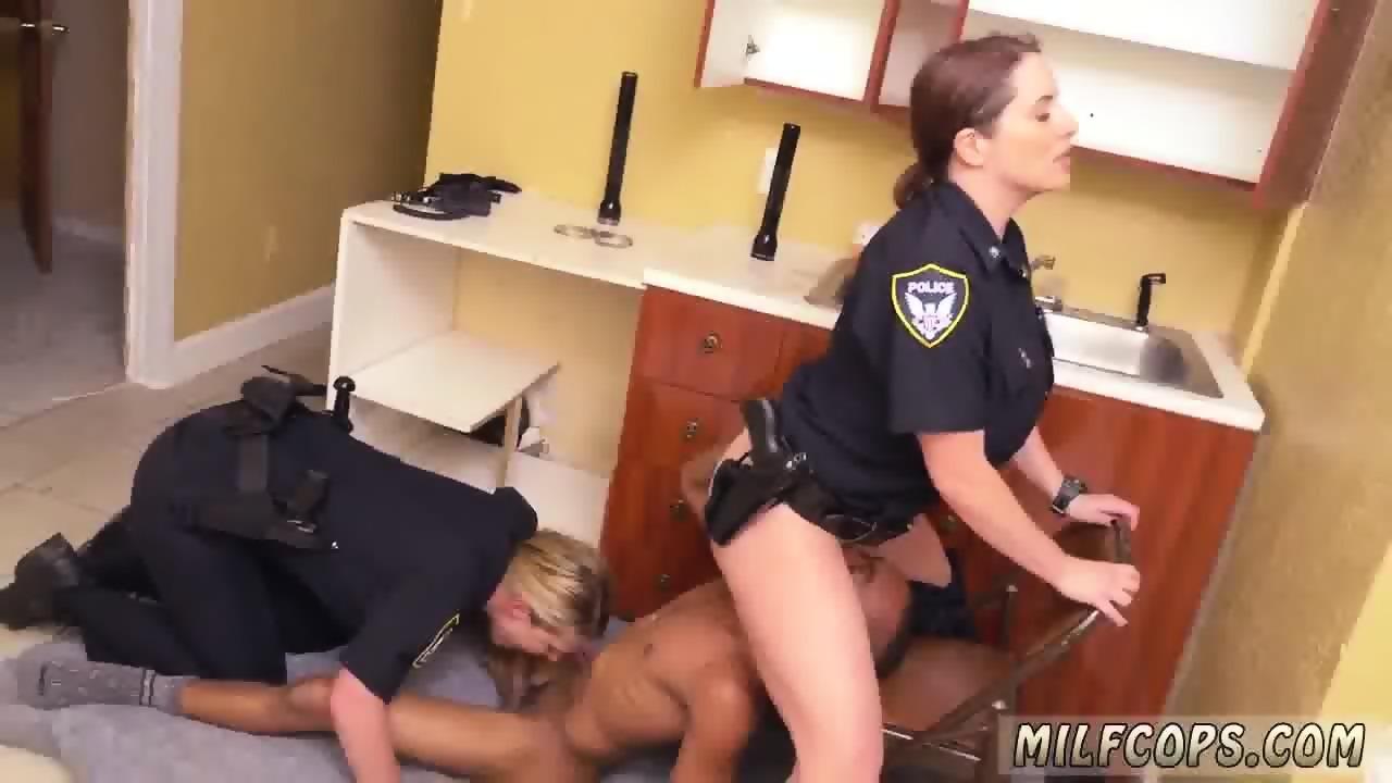 Latina milf booty threesome