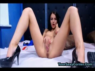Hard Dildo Fuck Makes Skinny Beauty Cum