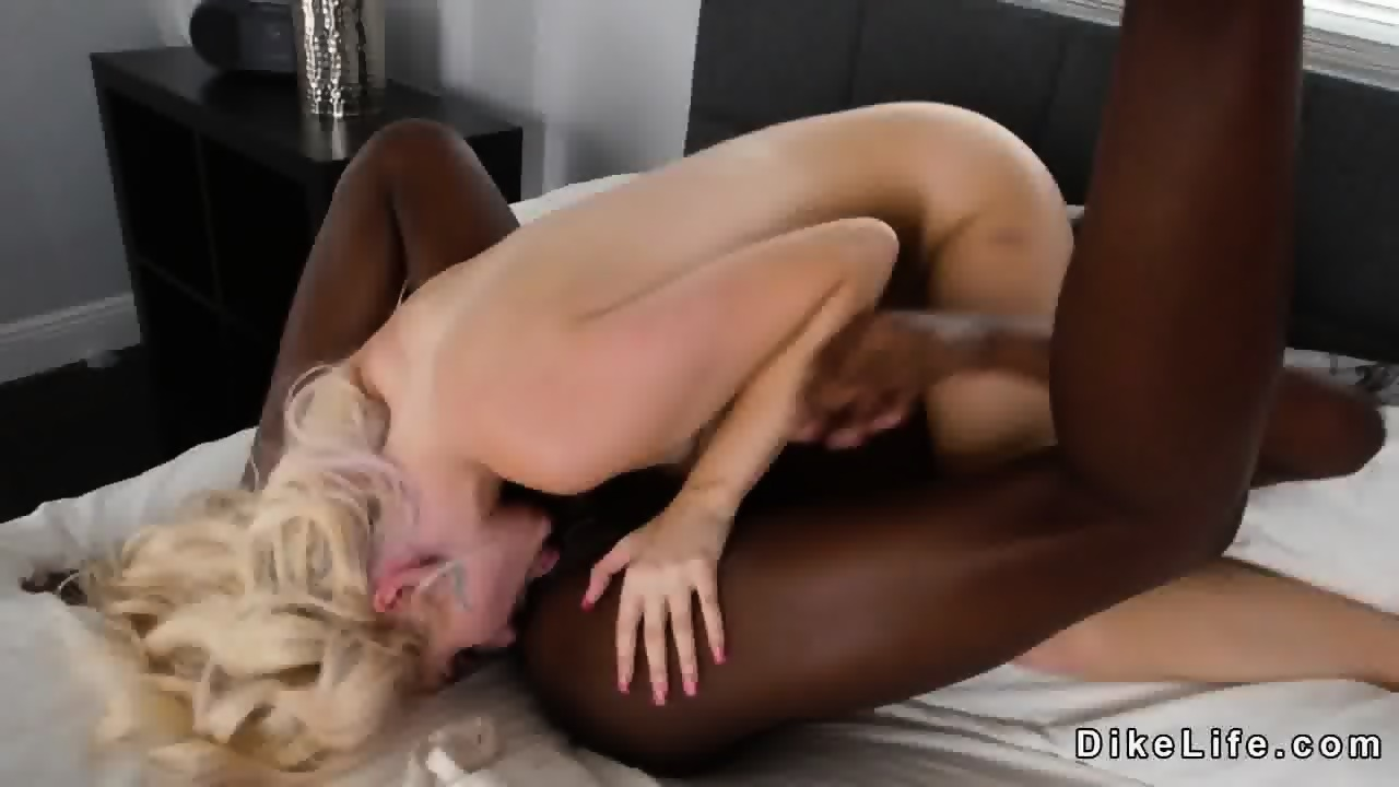 Lesbian Tribbing Sex