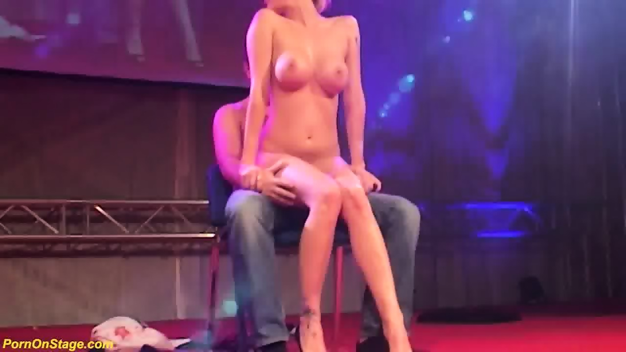 Hot lapdance show with busty milf