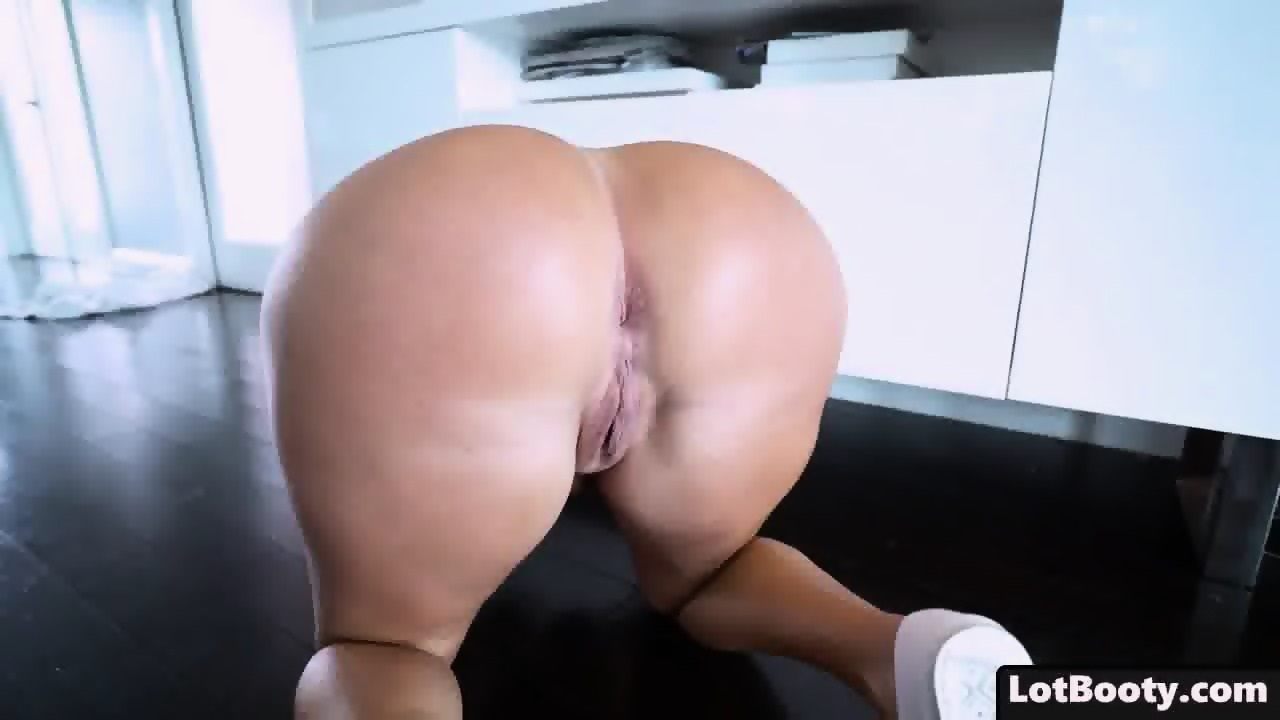 latina booty Chubby