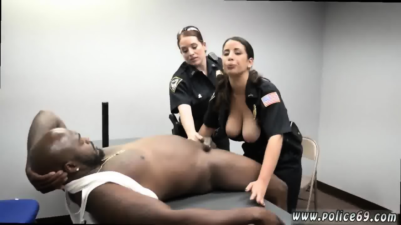 Black woman tit fucks white guy