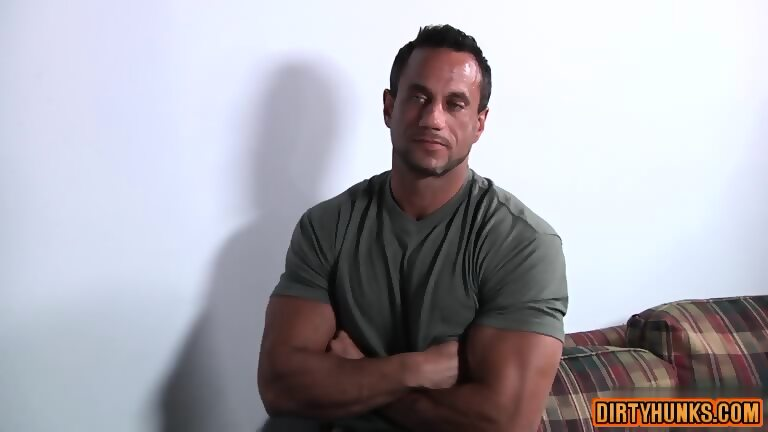 Muscle homosexual oral stimulation with cumshot