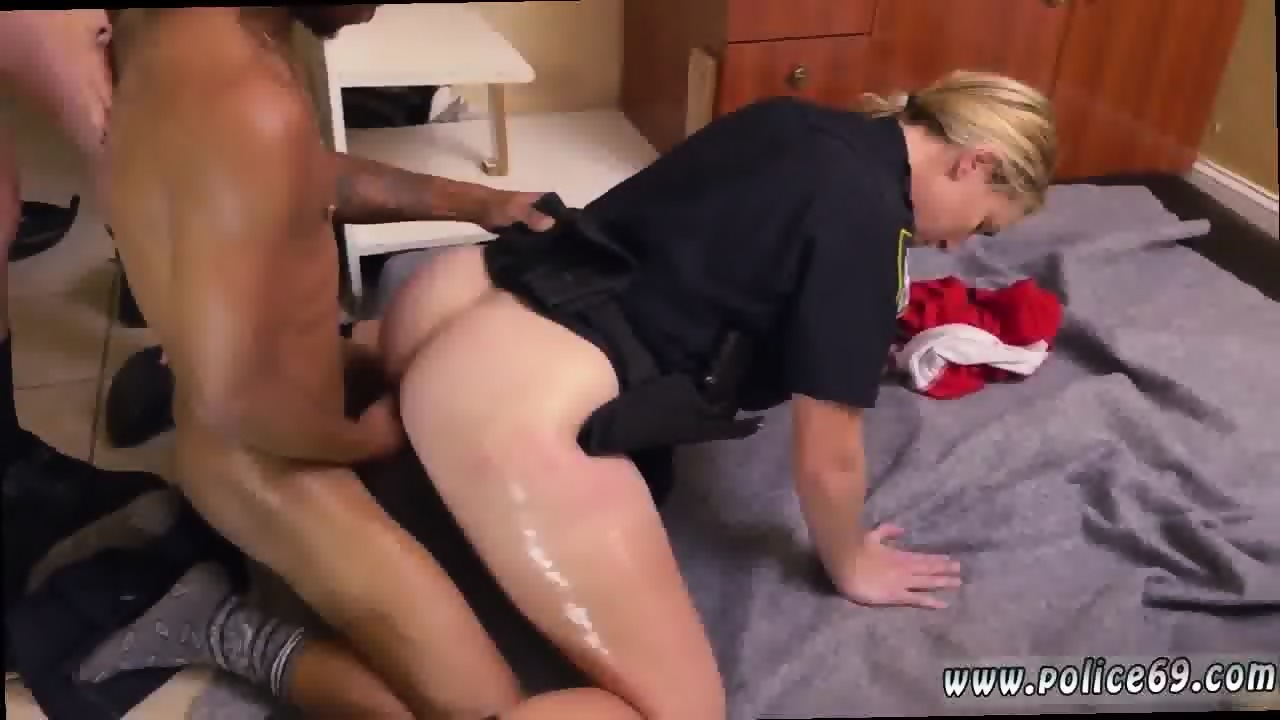 Big ass milf squats and sucks cock