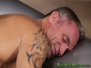 Busty masseuse pulls on dick | xxx-video