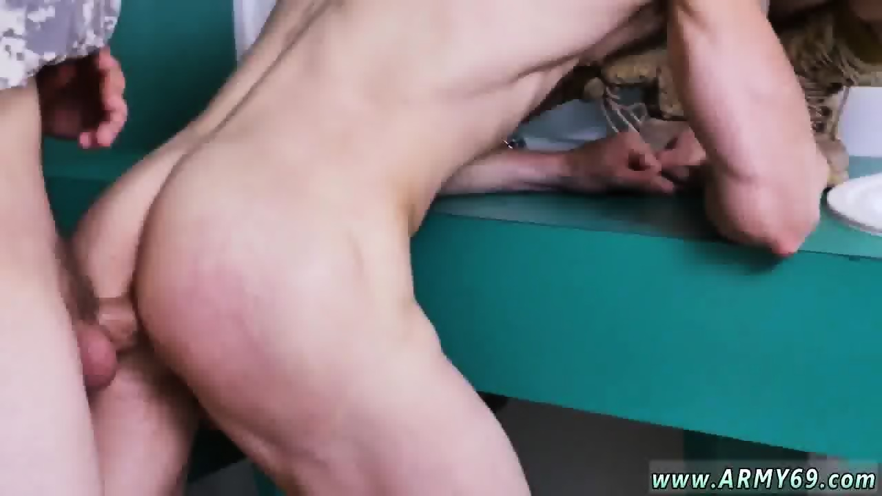 Eating pussy at men party