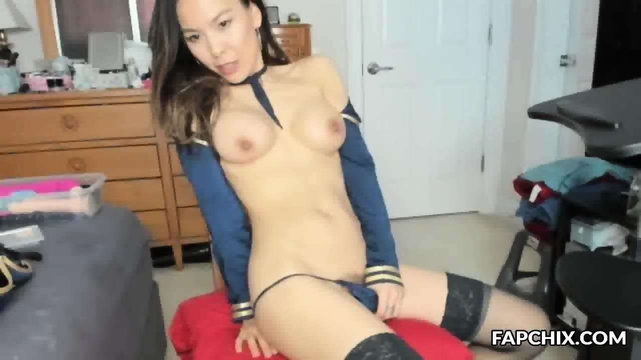 Milf rubbing pussy