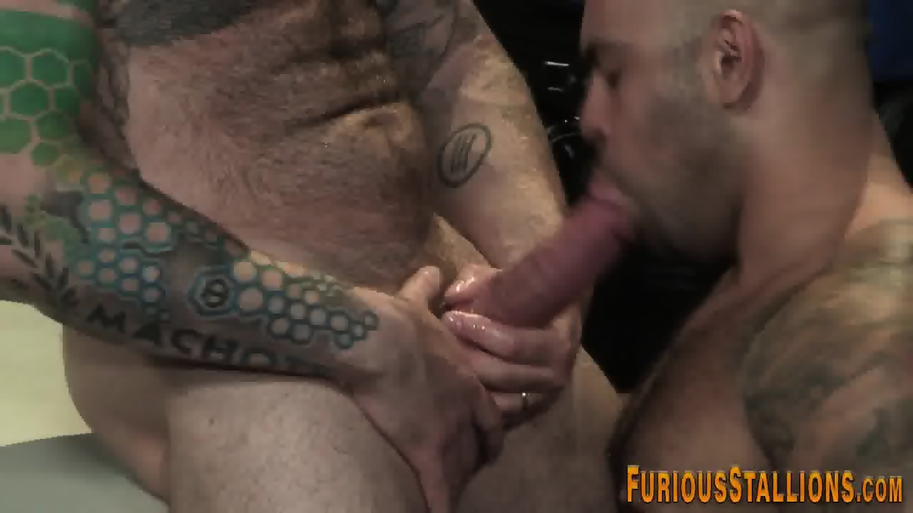 Toyed buff gay bear cums - scene 12