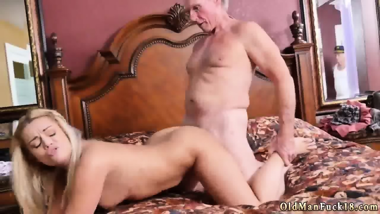 Old lady gives blowjob