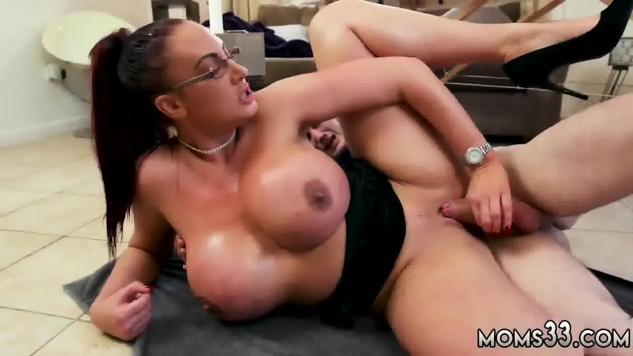 Big tits mom xxx
