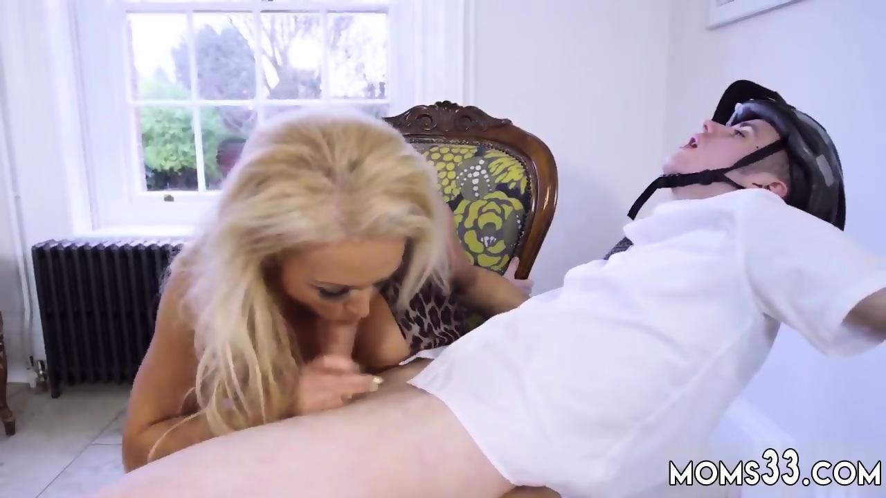 Amateur milf flashing nude body