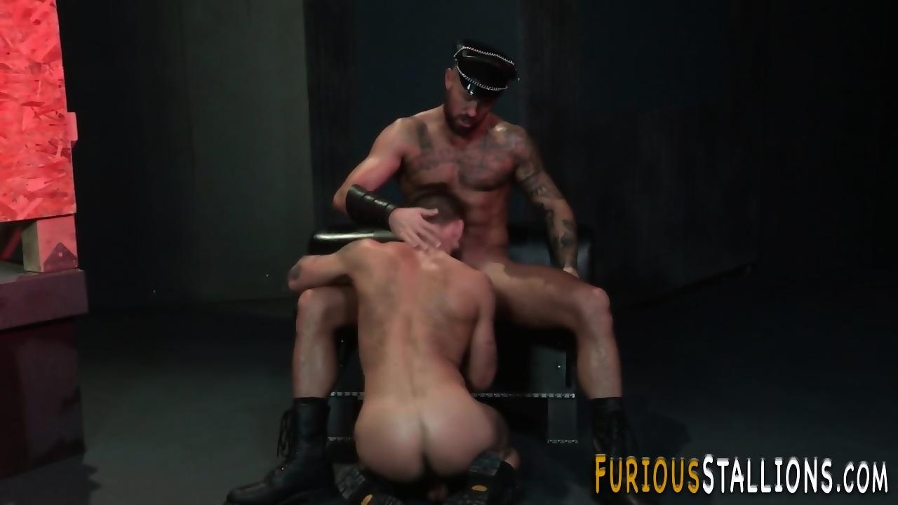 Hunk gobbles black cocks