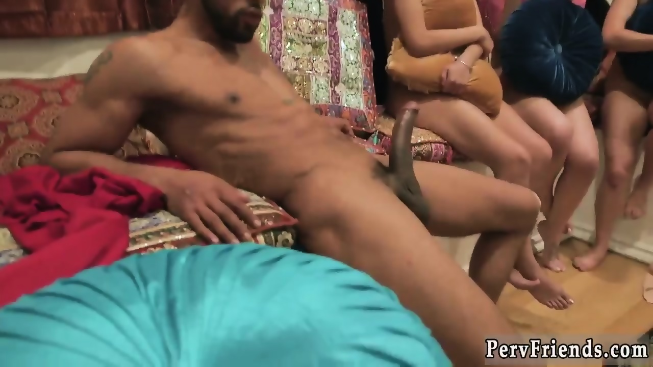 Freedownloding porn smal girl thai