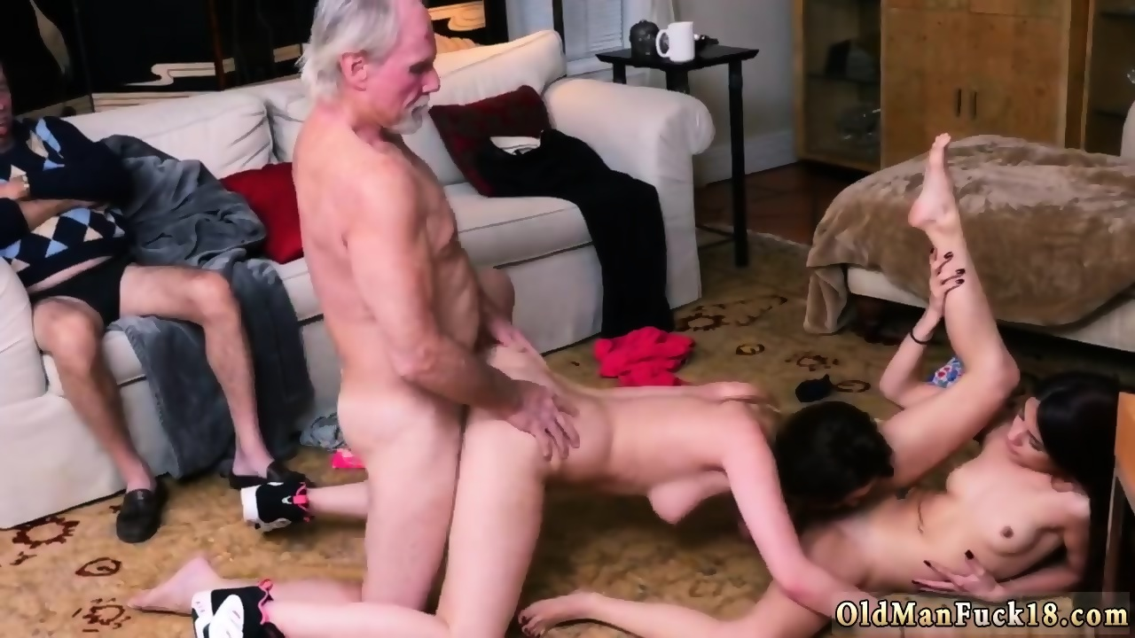 Old Lesbian Eating Pussy