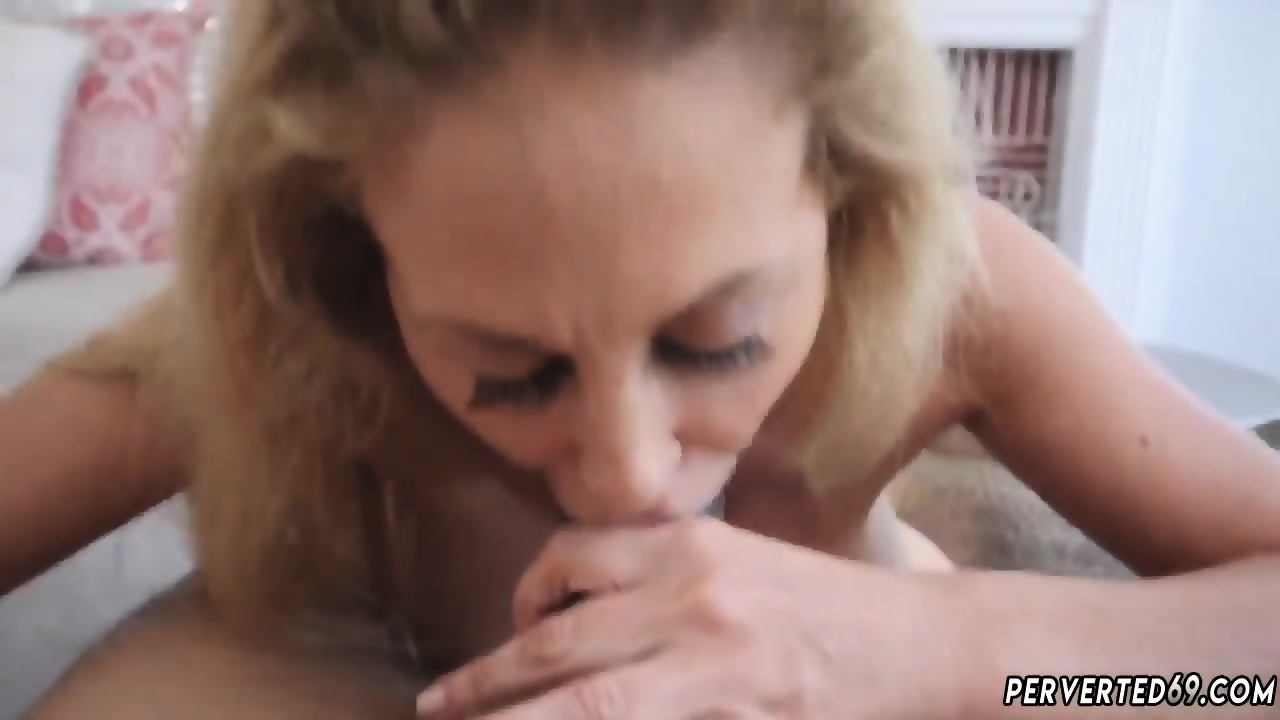 Girl cums in the shower