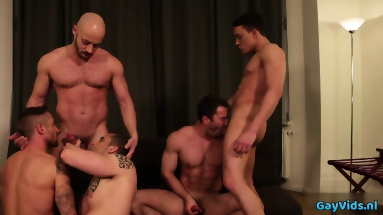 Muscle gay bare and cum exchange