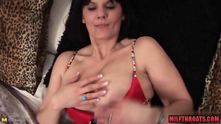 Milf cum finger anal